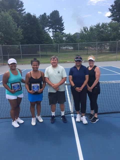 2019 Womens Doubles-Finalists Botin Bou-James and Botum Bou-Bennett-Tournament Director Paul Perry-C